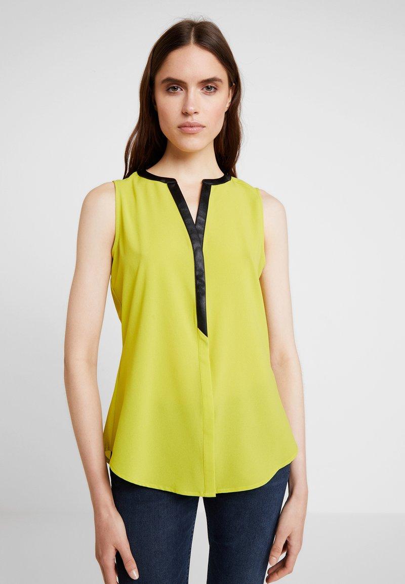 KIOMI - Bluse - dark yellow