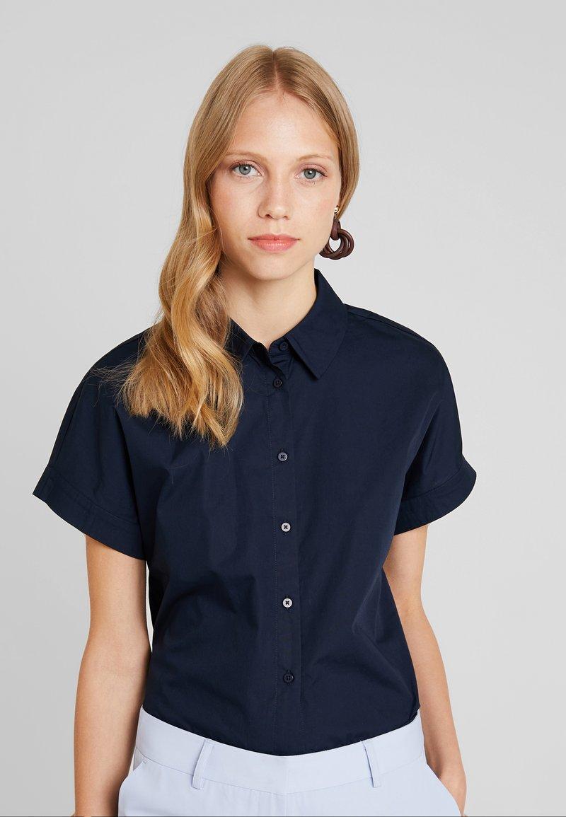KIOMI - CROPPED BOXY  - Button-down blouse - sky captain
