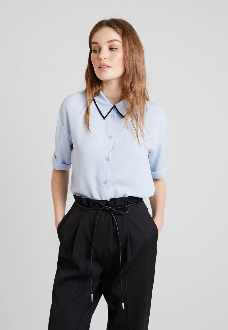 KIOMI - SHORTSLEEVE BOXY WITH PIPING - Button-down blouse - kentucky blue
