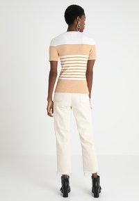 KIOMI - Print T-shirt - white/yellow - 2