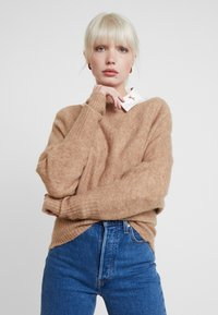 KIOMI - Stickad tröja - mottled beige - 0