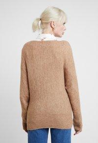 KIOMI - Stickad tröja - mottled beige - 2