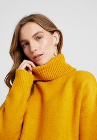 KIOMI - Jumper - golden yellow - 4