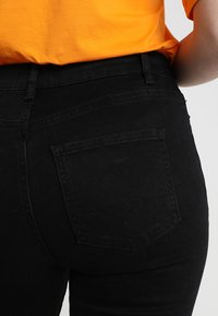KIOMI - Džíny Slim Fit - black - 5