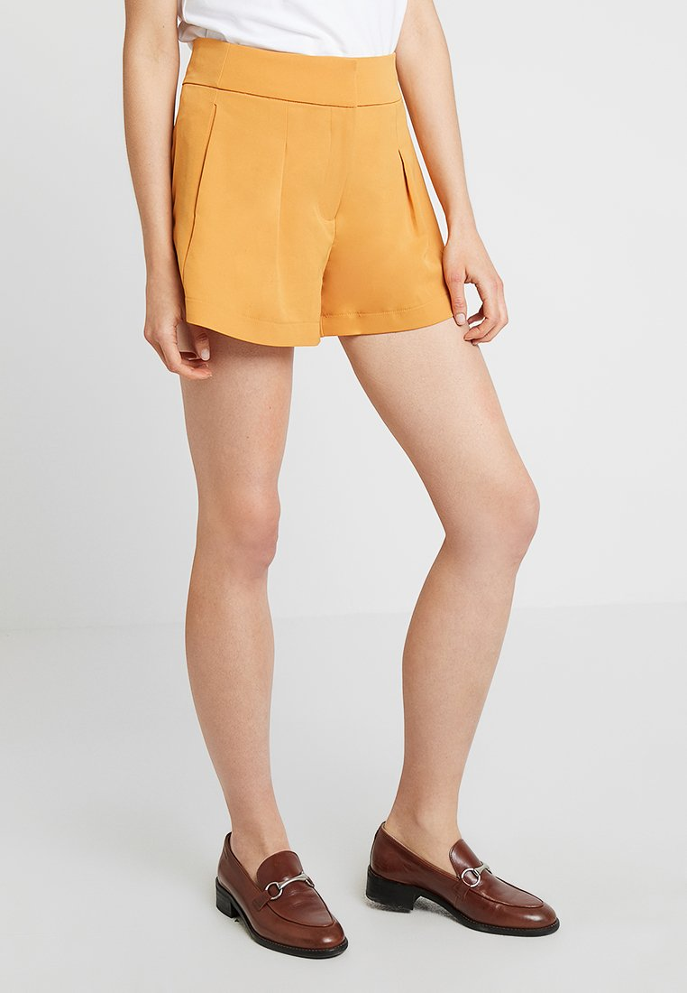 KIOMI - Shorts - dark yellow