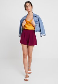 KIOMI - Shorts - red violet - 1