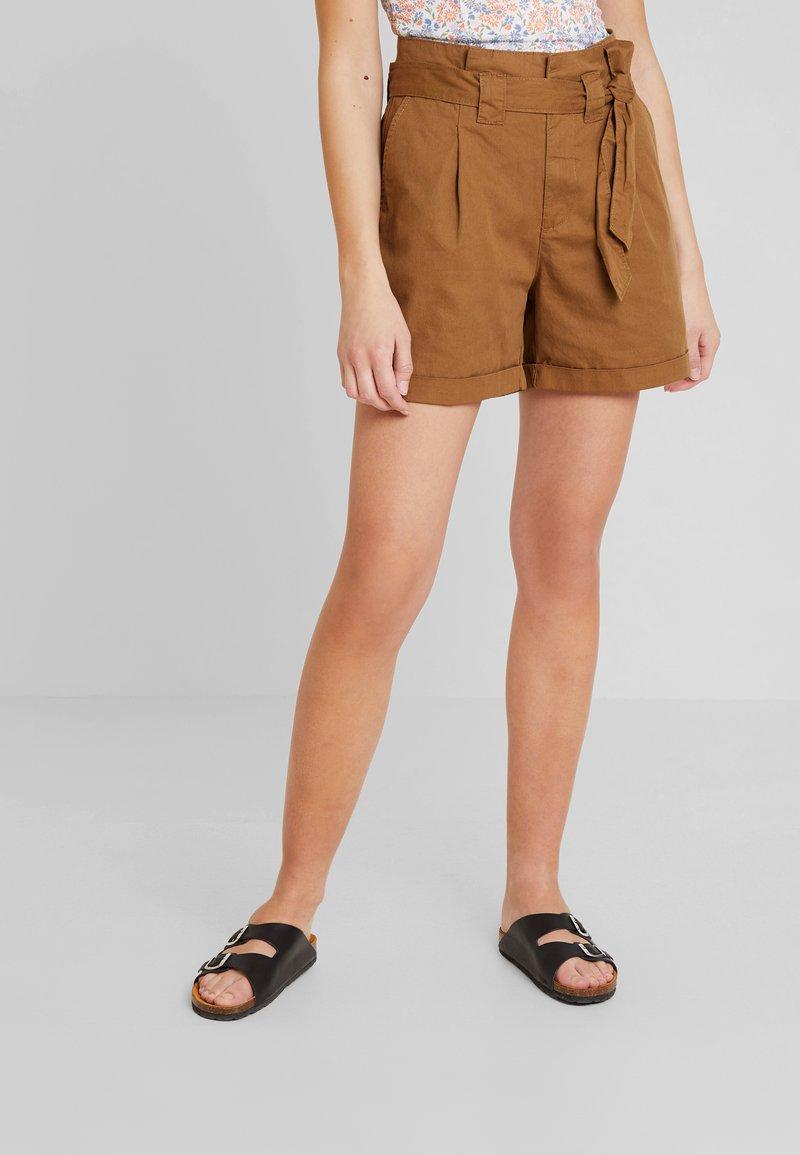 KIOMI - Shorts - khaki