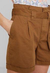 KIOMI - Shorts - khaki - 3