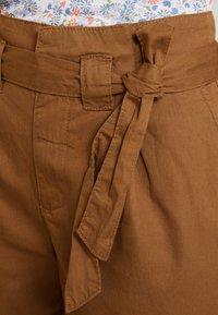 KIOMI - Shorts - khaki - 5