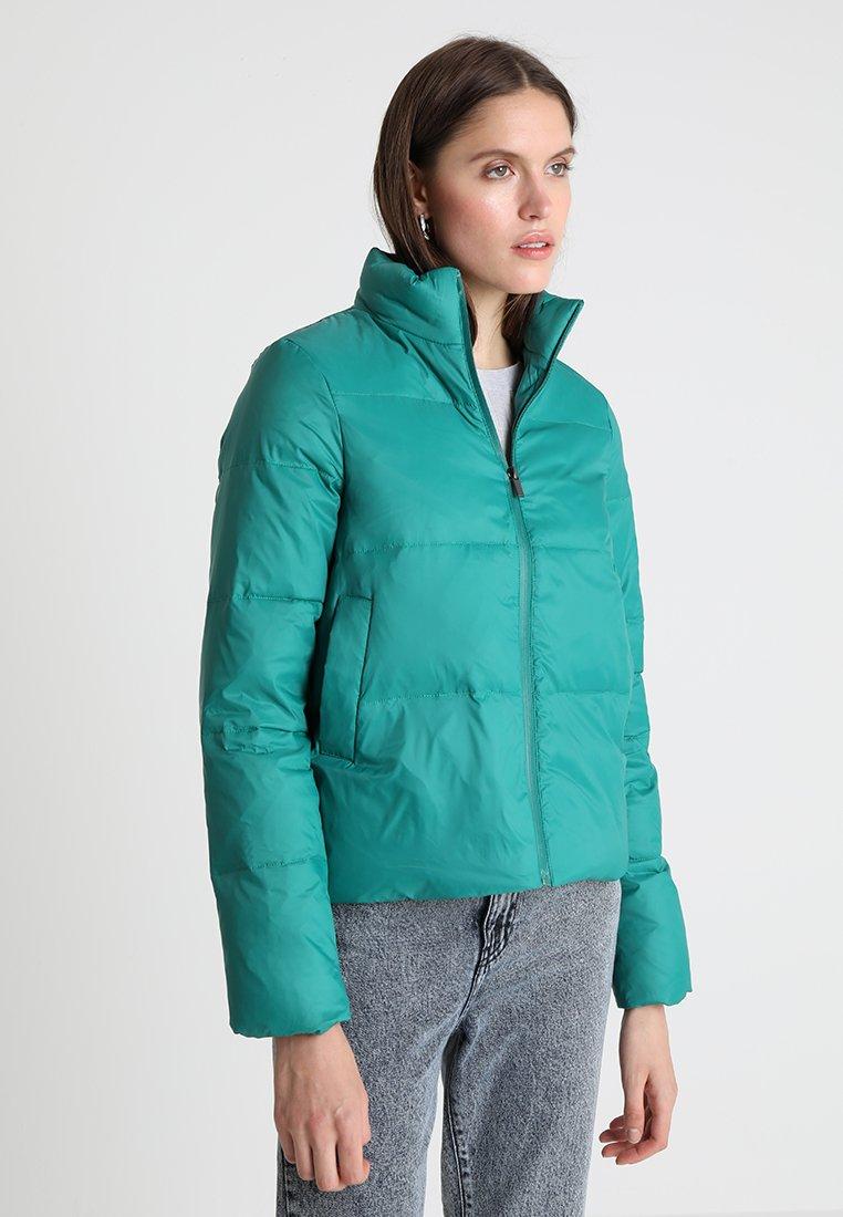 KIOMI - Gewatteerde jas - cadmium green
