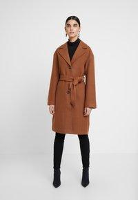 KIOMI - Zimní kabát - dark brown/camel - 1