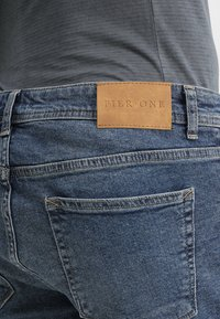 Pier One - Shorts di jeans - blue denim - 5