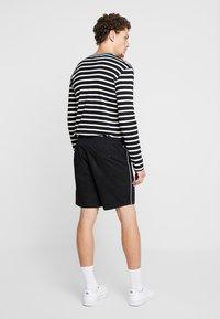 KIOMI - Shorts - black - 2
