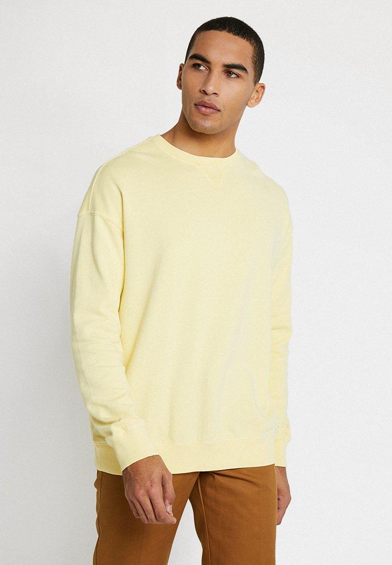 KIOMI - Sweatshirt - yellow