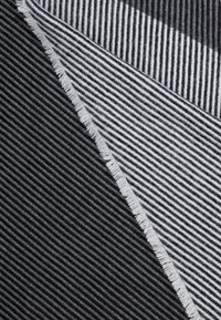 KIOMI - Sjal / Tørklæder - black - 2
