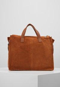 KIOMI - LEATHER - Notebooktasche - cognac - 2