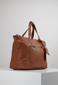 KIOMI - Weekend bag - cognac - 3