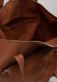 KIOMI - Weekend bag - cognac - 4
