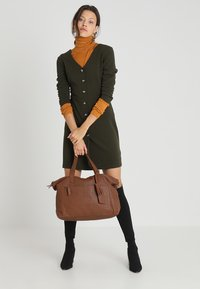 KIOMI - Weekend bag - cognac - 1