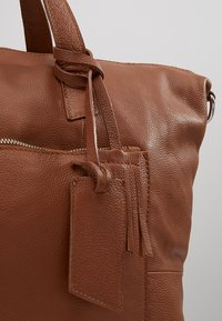 KIOMI - Weekend bag - cognac - 6