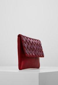 KIOMI - Pochette - ruby red - 3