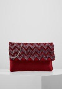 KIOMI - Pochette - ruby red - 0