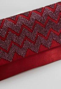 KIOMI - Pochette - ruby red - 6