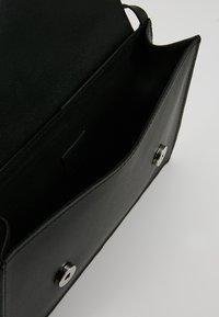 KIOMI - LEATHER - Torba na ramię - black - 4