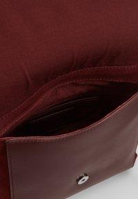 KIOMI - LEATHER - Across body bag - burgundy - 4