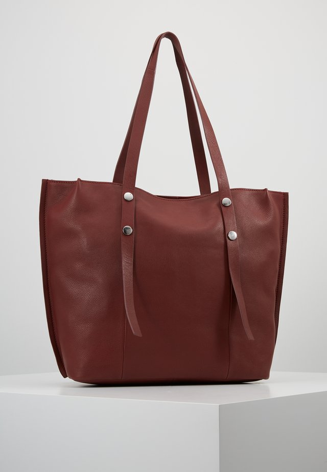 LEATHER - Cabas - ruby red