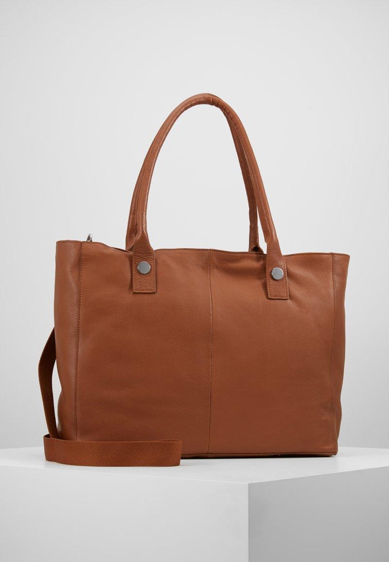 KIOMI - LEATHER - Weekend bag - cognac