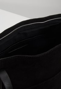 KIOMI - LEATHER - Tote bag - black - 4
