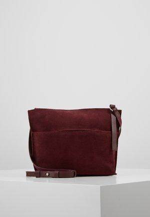 LEATHER - Across body bag - burgundy