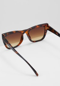 KIOMI - Sunglasses - brown - 3