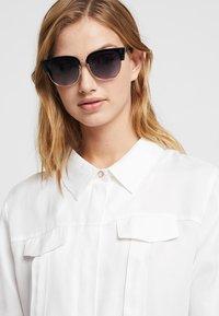 KIOMI - Sunglasses - black - 1