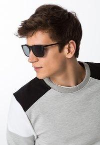 KIOMI - Sonnenbrille - black - 0