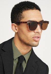 KIOMI - Sunglasses - braun - 1