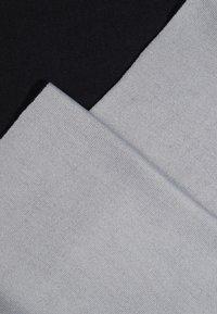 KIOMI - Sjal - light grey/black - 2