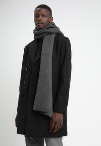 KIOMI - Szal - dark gray - 0
