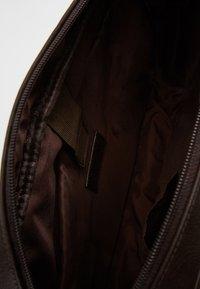 KIOMI - Umhängetasche - dark brown - 4
