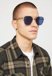 KIOMI - Sunglasses - silver-coloured/blue - 1