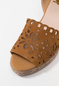 Kanna - LAURA - Platform sandals - cognac - 2