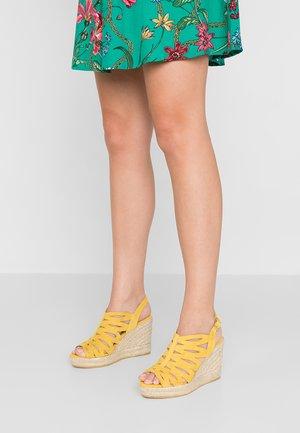 INES - Korolliset sandaalit - amarillo