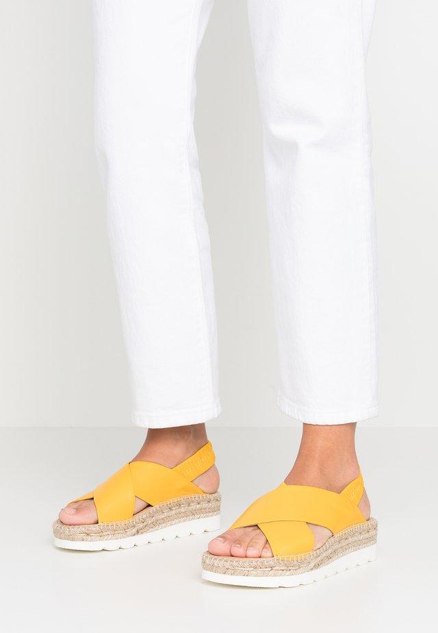 DOHA - Sandali con plateau - sofia amarillo