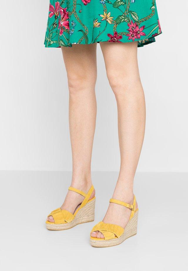 INES - High Heel Sandalette - amarillo