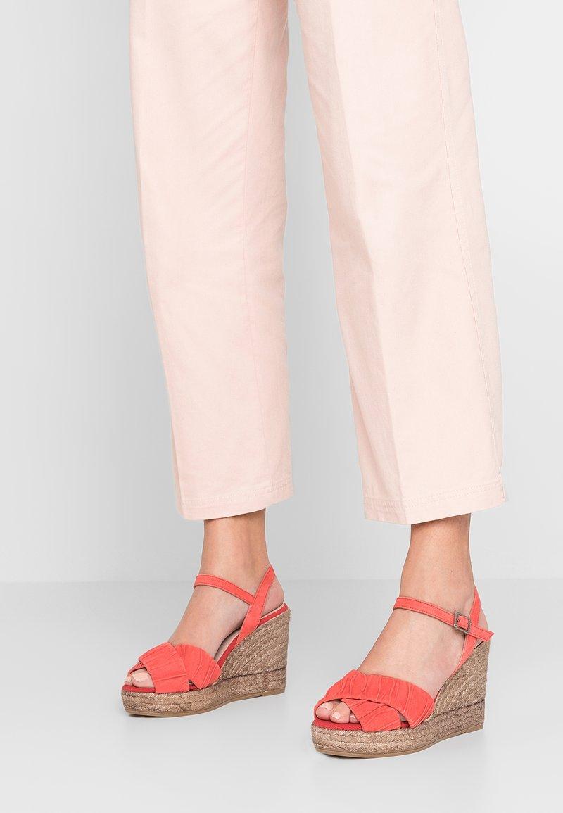 Kanna - INES - Sandály na vysokém podpatku - cereza