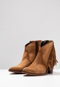 Kanna - SUVA - Ankle boots - cognac - 4