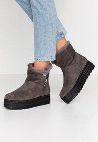 Kanna - MISURI - Platform ankle boots - cortina oil gris - 0