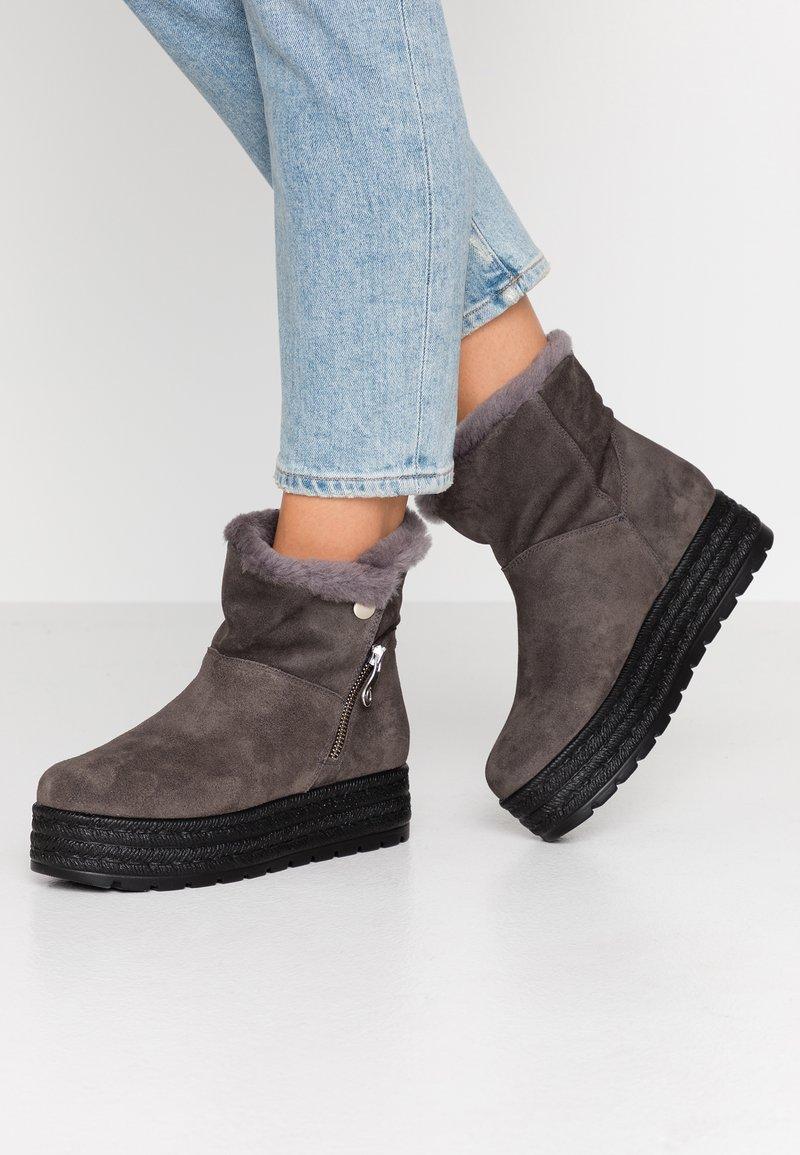 Kanna - MISURI - Platform ankle boots - cortina oil gris