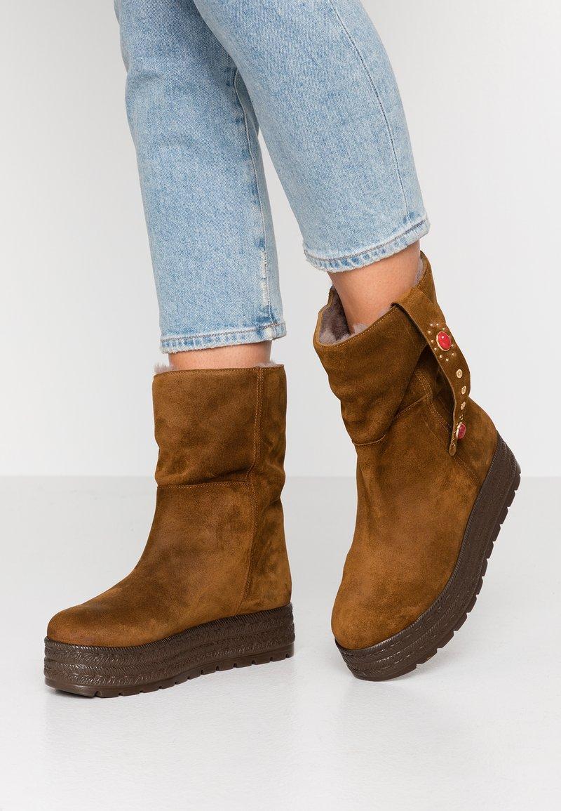 Kanna - MISURI - Platform boots - cortina oil